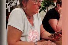 #笑著溜達世界#和一群捷克老太太打扑克