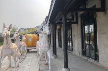 温泉度假村,网红景点,还在不断建设中。