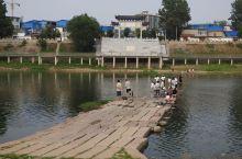 河南襄城汝水虹桥,建于元末明初,36孔石板桥,上世纪70年代兴修水利,河水上涨将桥淹没水下几十年,2