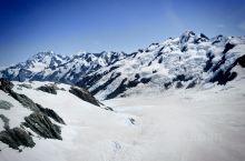 灰烬覆盖下的福克斯冰川