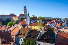 回忆—捷克克鲁姆洛夫小镇是欧洲著名的古镇,也是世界文化遗产之一,走进小镇的第一感觉就好像走进了童话世