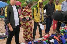 非洲乡村拖鞋店,你怎么看……