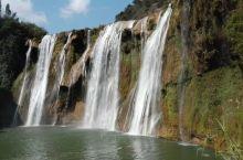 九龙瀑布,因发源于九龙河而得名。