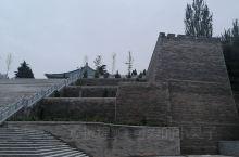 位于平凉市中心一处高台之上,曾是明代驻此的韩王府所在地,如今只留下了这座七级宝塔,距今也有四百多年历