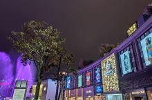 在宁波天一广场的外婆家在四楼的位置,有露天的用餐区域,外婆家是杭州著名的餐饮品牌,在全国各大城市都比
