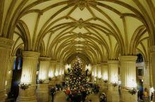 汉堡市政厅建于1886年,有着悠久的历史,这里也是这座城市最醒目的地标建筑之一,整体建筑风格庄重典雅