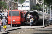 🍊 号称世界最干净的城市库里蒂巴,拥有世界最一流的快速公交系统。