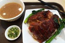 金翠餐厅,是香港一家傳统港式茶餐厅,兼營港式烧味,尤以叉烧最為令人津津樂道,其叉烧亦是曾為饮食大赛獲