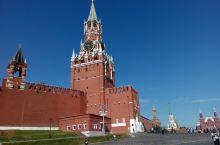 红场是莫斯科最古老的广场 ,是重大历史事件的见证场所,也是俄罗斯重要节日举行群众集会、大型庆典和阅兵
