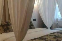 酒店新开的,环境好很好主题房,床很舒服睡觉很安心