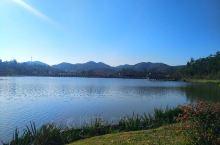 金星湖湿地公园位于台城南新区金星大道以南,这里有一条绵延3公里长沿湖景观路,近1公里的景观长廊。长廊