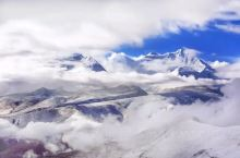 这里的雪山圣湖,只看一眼,便难以忘怀!  有人说,这里的雪山,洁白神圣 只一眼,便难以忘怀 有人说,