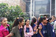 穿学生服的印度学生