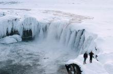 寂静的日暮,冰岛的众神瀑布奔流向北冰洋