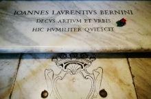 罗马圣母玛利亚大教堂另一大看点就是大师中的大师贝尼尼在教堂里的安葬地,我来大教堂其中一个重要因素,就