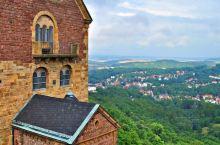 爱纳森赫~德国部中城市 属图林根州在。图林根山林北麓、赫尔瑟河畔,距东爱尔福