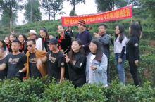 10月30日下午,由北京京驰文旅出品的音乐电影《龙州媚》MV在崇左市龙州县八角乡顺利杀青,来个合影。