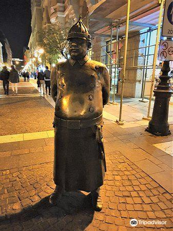 The Fat Policeman Statue4