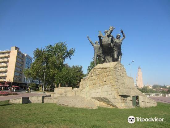 Ataturk Monument3