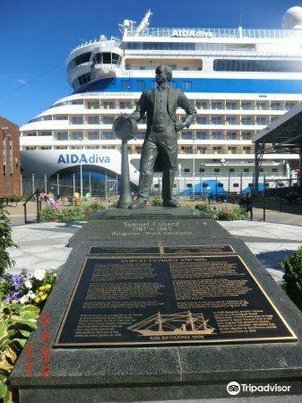 Halifax Waterfront Boardwalk2