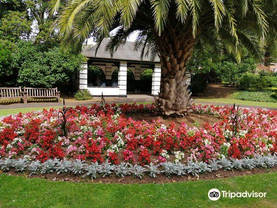 Blenheim Gardens1