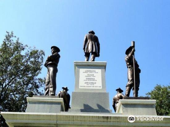 Confederate Soldier Monument2