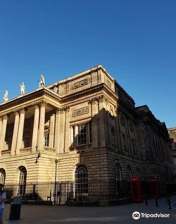Liverpool Town Hall1