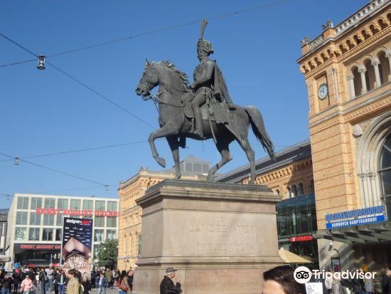 Monument to Ernest Augustus3