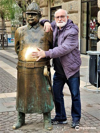 The Fat Policeman Statue2