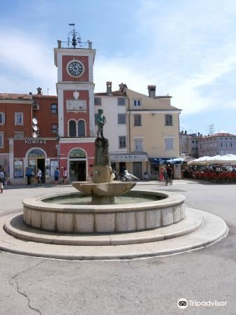 Fountain on Main Square4