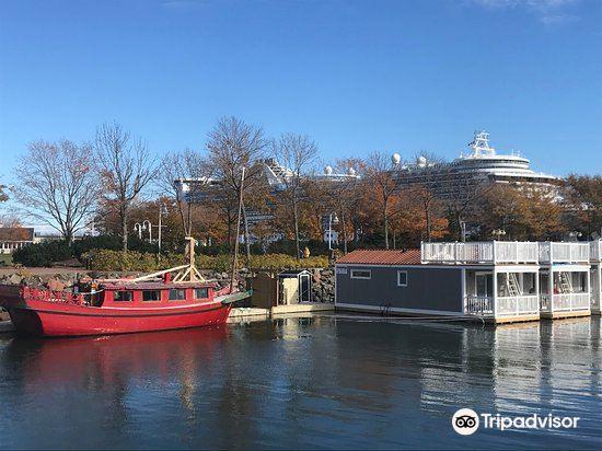 Peakes' Wharf Historic Waterfront1