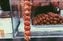 中央大街吃冰糖葫芦很冷