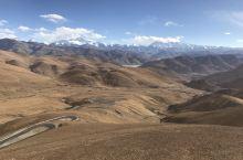 珠穆朗玛峰,简称珠峰 珠穆朗玛峰是喜马拉雅山脉的主峰,为世界最高峰。位于中华人民共和国与尼泊尔边界上