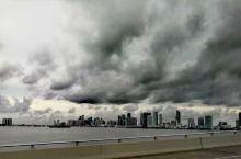 有点明白为什么那部电影翻译叫《迈阿密风云》了