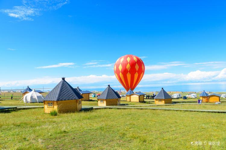 Hot Air Balloon over Qinghai Lake1