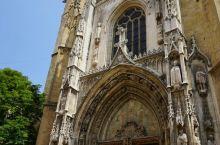 圣苏维尔大教堂,毛毛照例是进门点蜡烛许愿!