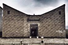 """一个陕西农民的儿子,用故乡的石头和土砖,造出了建筑界公认的""""世界最好住宅""""!"""