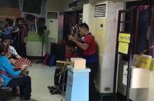 薄荷岛机场盲人乐队表演