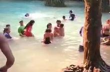 在光西瀑布玩水