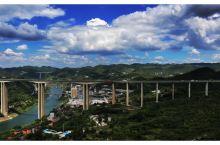 五桥飞渡 横跨遵义市播州区乌江上的五座桥梁,见证了遵义市交通的大发展;五桥飞架南北、天堑变通途,形成
