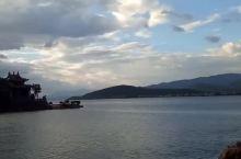 我在洱海上的小普陀 偶爾拍到的小普陀晚霞,別緻又驚喜連連⋯⋯放出來,給大家參考參考,希望驴友們也喜歡