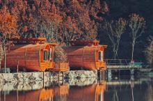 国内唯一的木桶酒店,坐拥湖光山色赏红枫