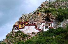 拉萨扎叶巴寺,建于悬崖岩洞间的隐修秘境