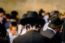 想知道以色列哭墙的夜晚是何景相吗?竟无数犹太人聚集于此哭诉