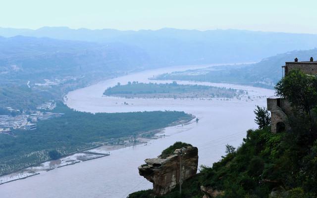 黄河两岸是晋陕