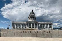我拜访的三个州政府中最棒的!  我和我老婆在参观了丹佛、夏延和盐湖城的3个州议会大厦后,我认为最好的