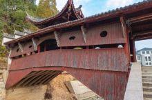 这个小县城的廊桥无处不在,比如这座文昌桥,只有几米长