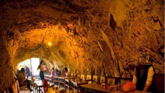 山洞甜茶館