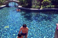 阿尔卡迪亚度假酒店:遇见最美的黄金海岸 酒店海滩,维护得很好,所有客人必须光脚才能进入。 酒店到海滩