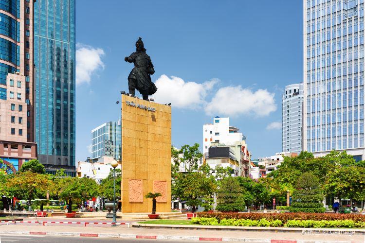 Trần Hưng Đạo Statue1